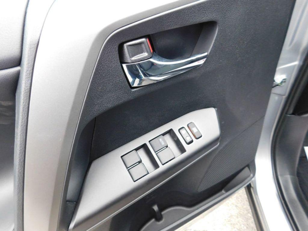 2018 Toyota RAV4 XLE AWD - 17181493 - 14