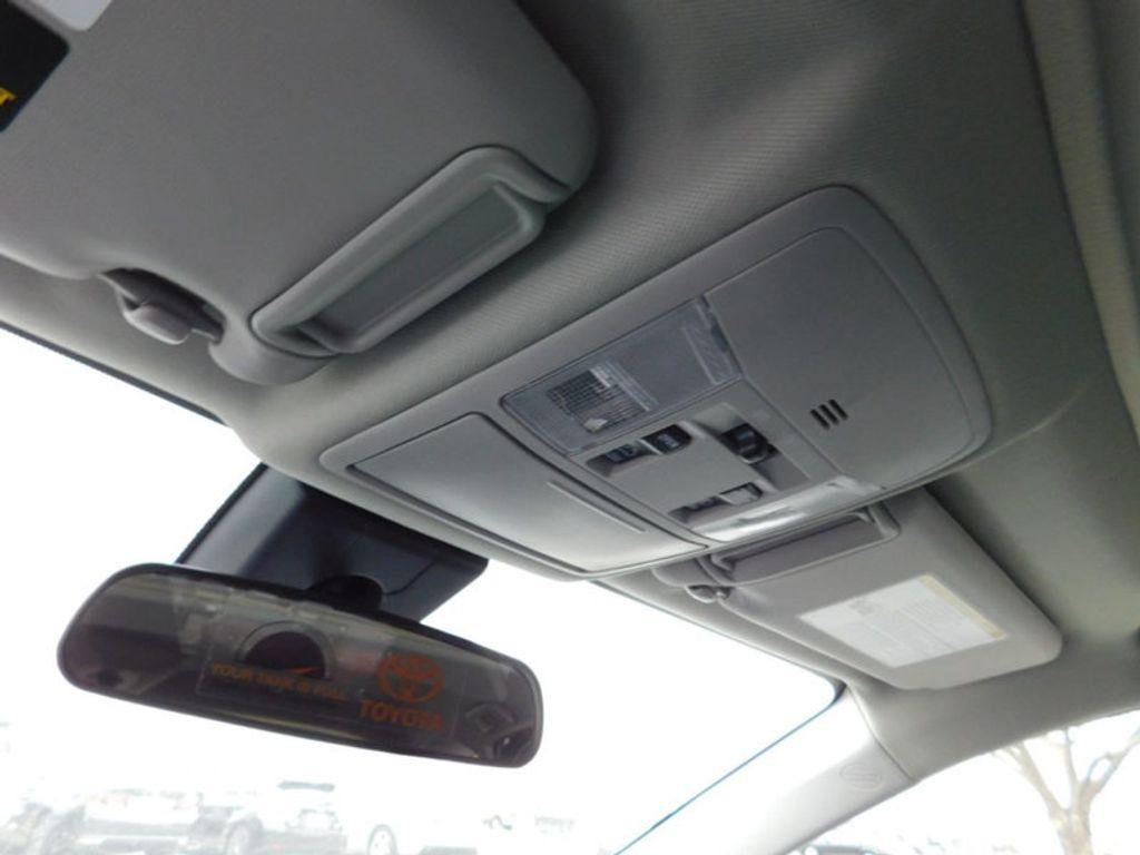 2018 Toyota RAV4 XLE AWD - 17181493 - 16
