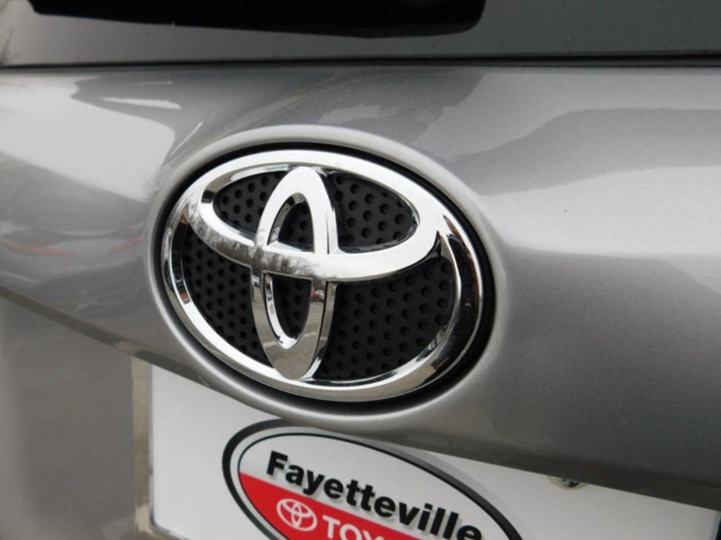 2018 Toyota RAV4 XLE AWD - 17181493 - 3