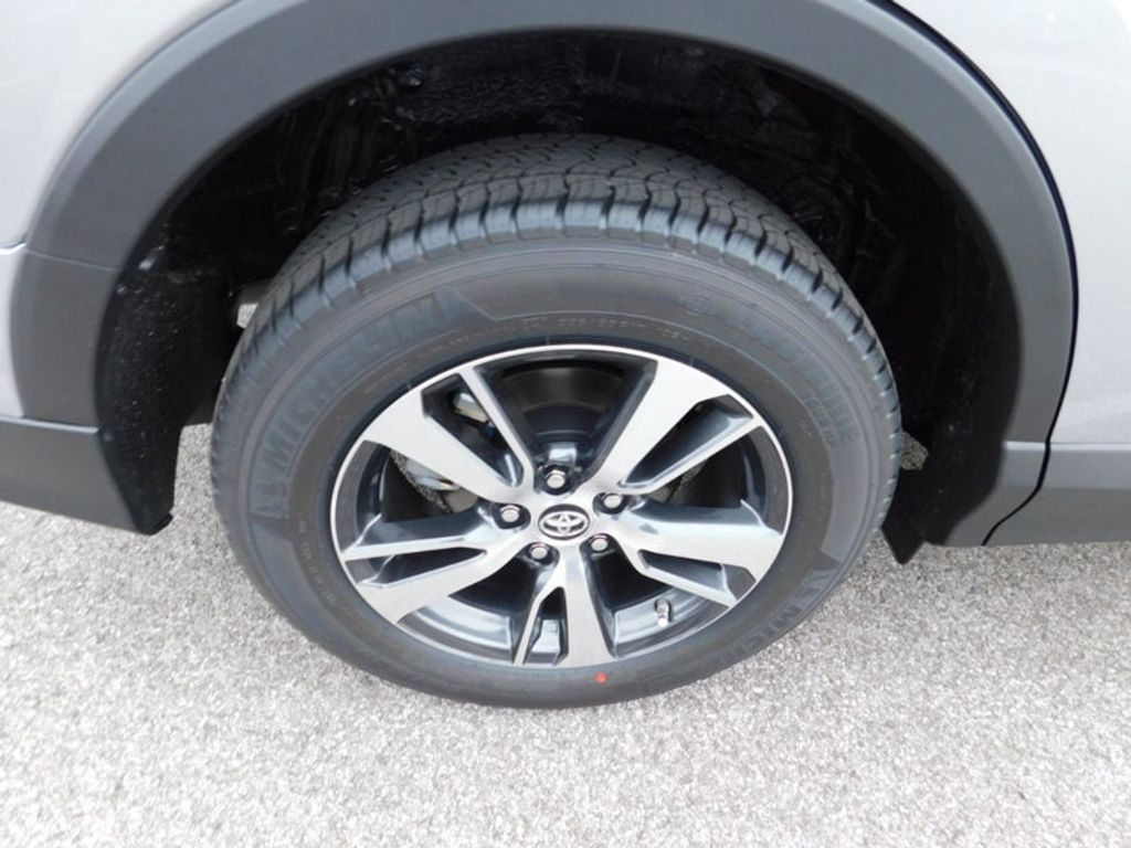 2018 Toyota RAV4 XLE AWD - 17181493 - 7