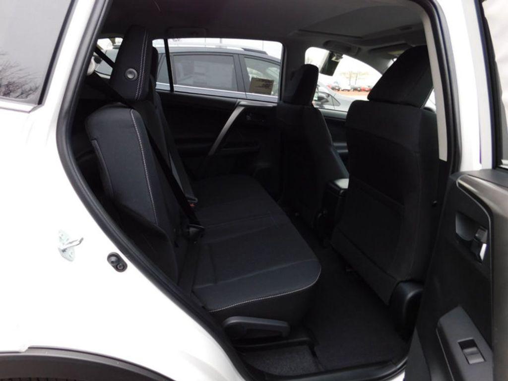 2018 Toyota RAV4 XLE AWD - 17233270 - 9