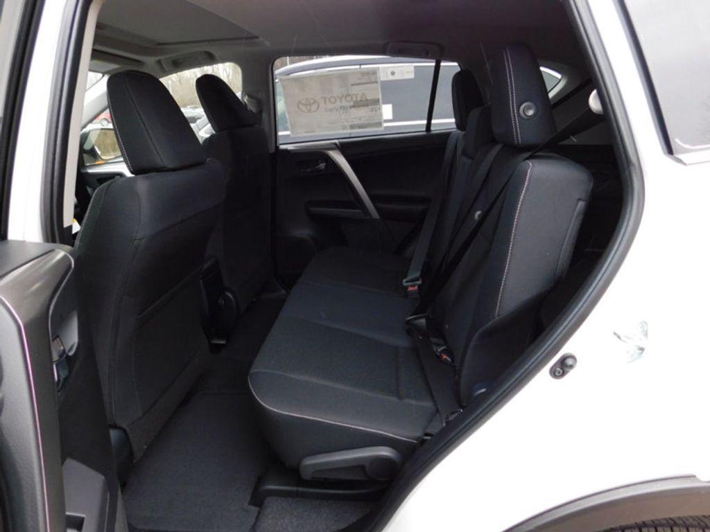 2018 Toyota RAV4 XLE AWD - 17233270 - 11