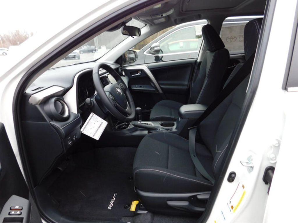 2018 Toyota RAV4 XLE AWD - 17233270 - 12