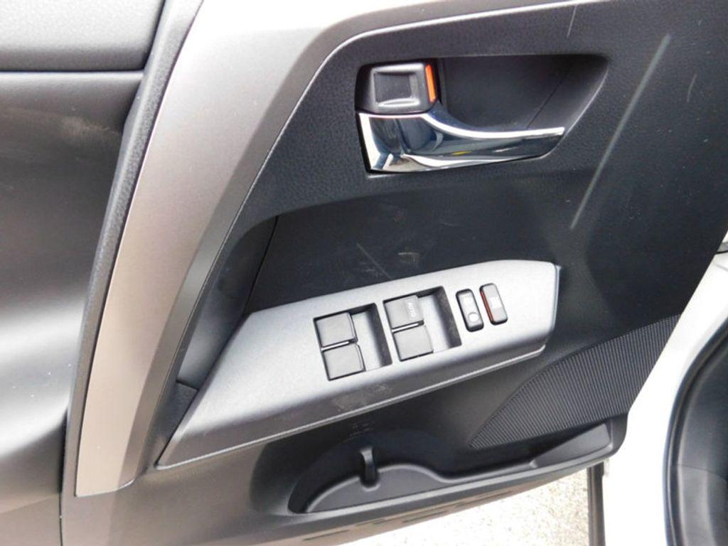 2018 Toyota RAV4 XLE AWD - 17233270 - 14