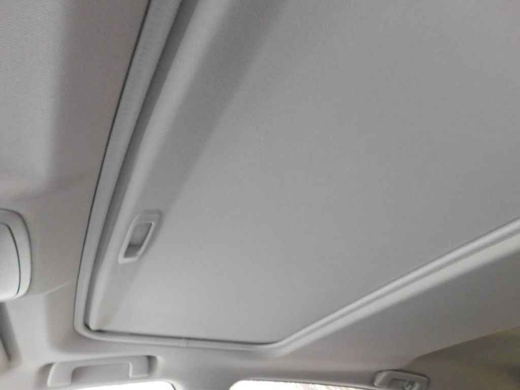 2018 Toyota RAV4 XLE AWD - 17233270 - 15