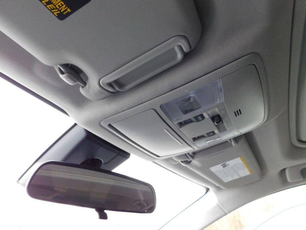 2018 Toyota RAV4 XLE AWD - 17233270 - 16