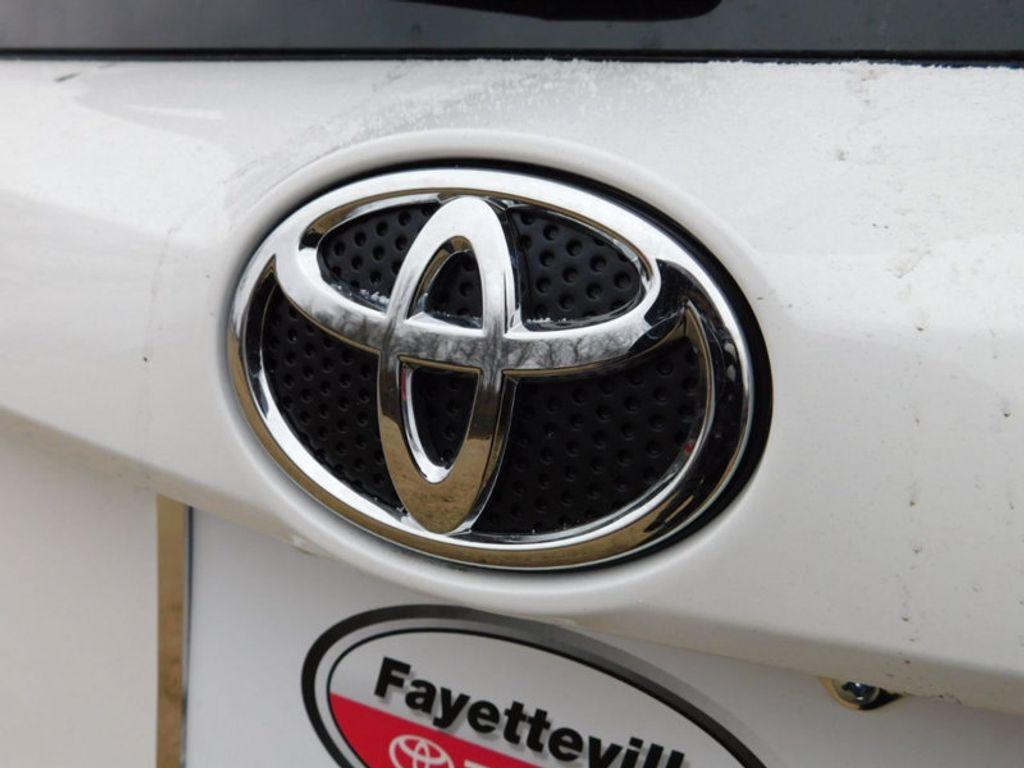 2018 Toyota RAV4 XLE AWD - 17233270 - 3