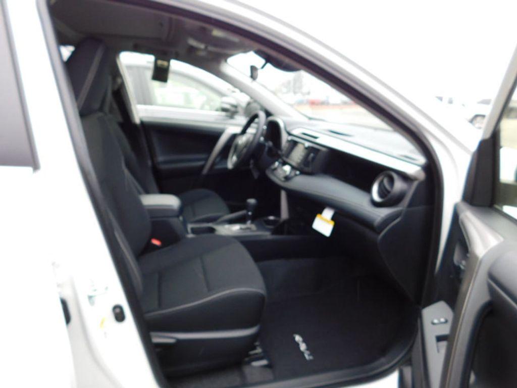 2018 Toyota RAV4 XLE AWD - 17233270 - 8