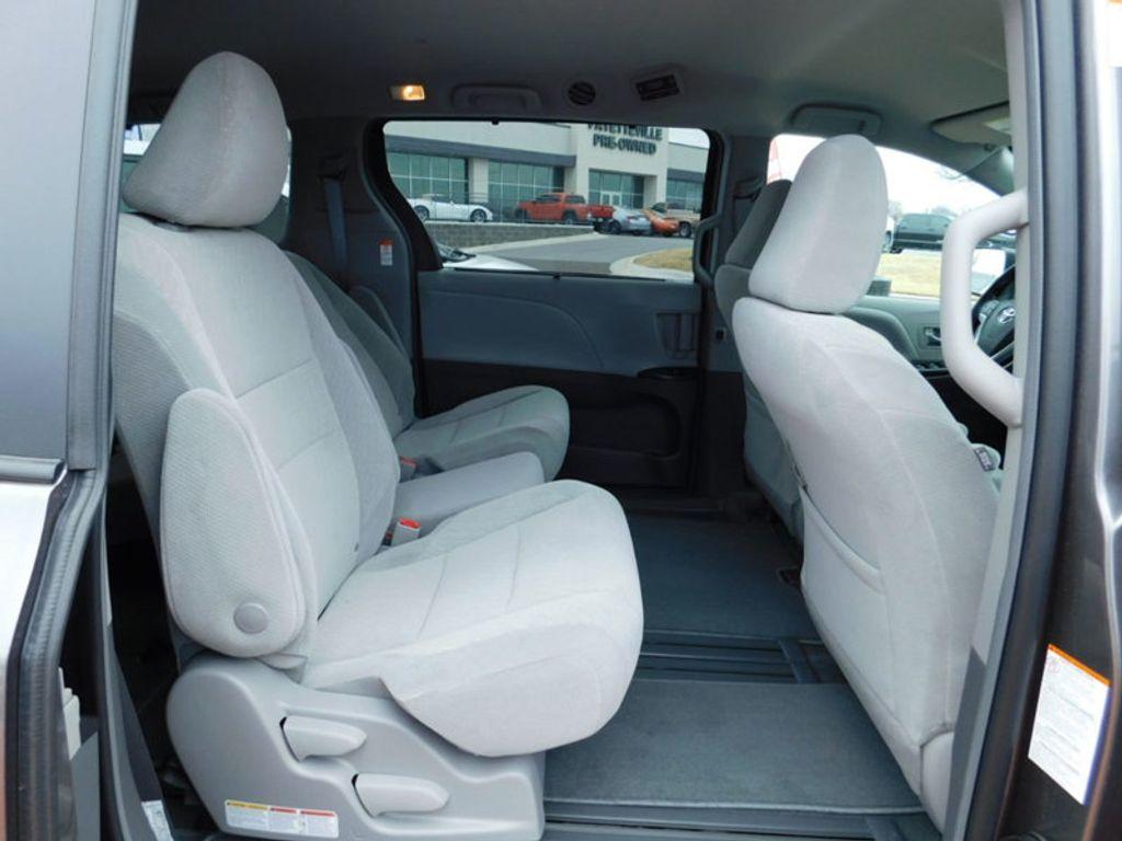 2018 Toyota Sienna LE FWD 8-Passenger - 17123094 - 9