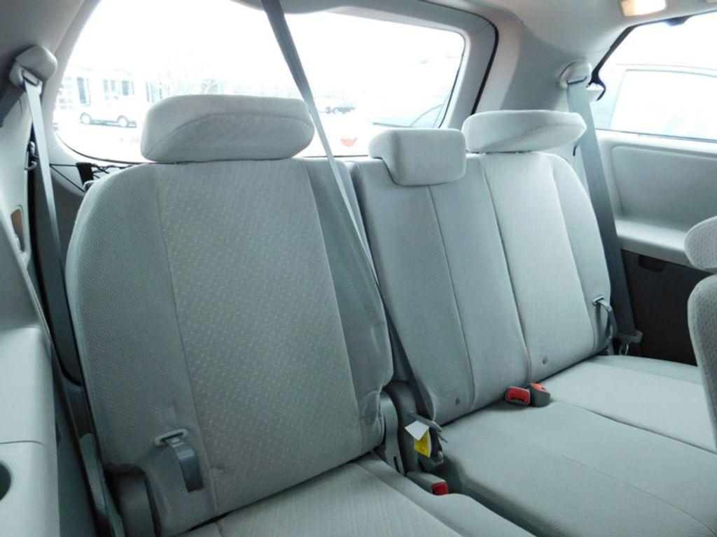 2018 Toyota Sienna LE FWD 8-Passenger - 17123094 - 10