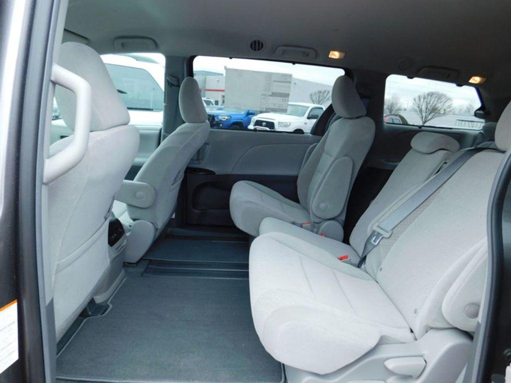 2018 Toyota Sienna LE FWD 8-Passenger - 17123094 - 13