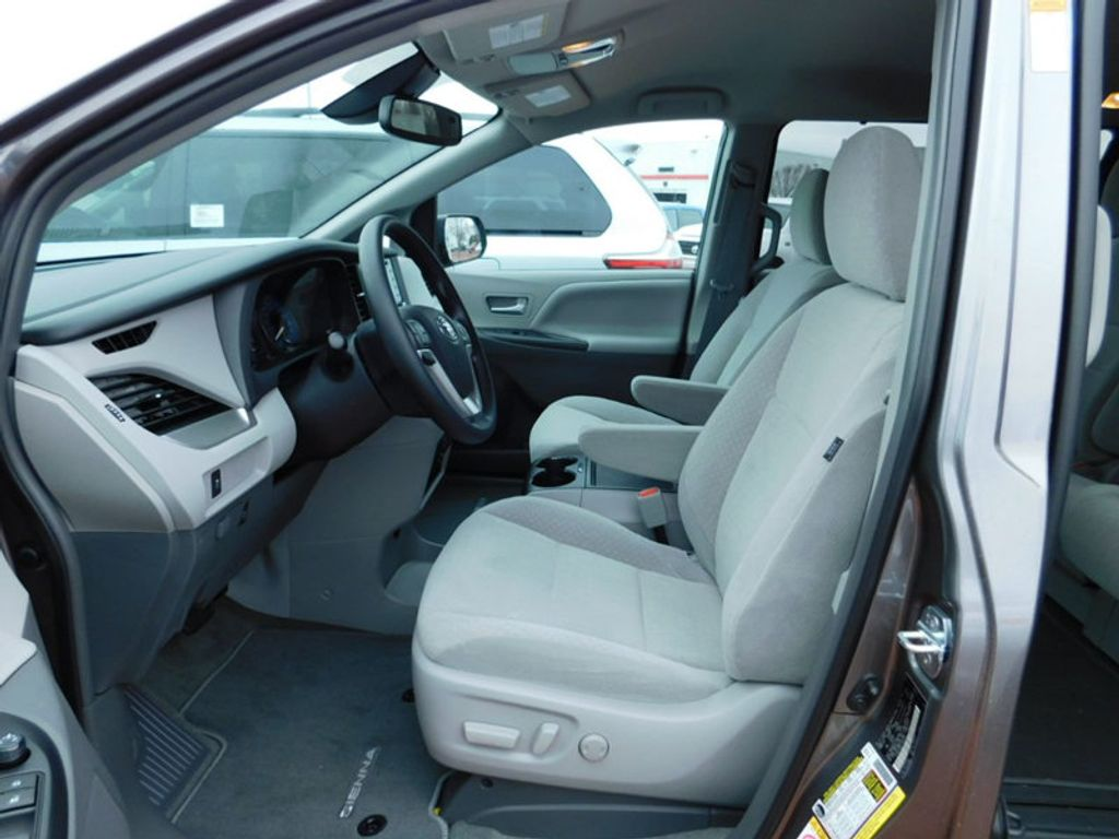 2018 Toyota Sienna LE FWD 8-Passenger - 17123094 - 14