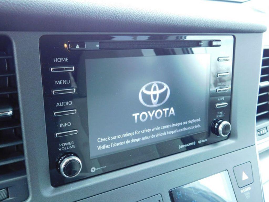 2018 Toyota Sienna LE FWD 8-Passenger - 17123094 - 19