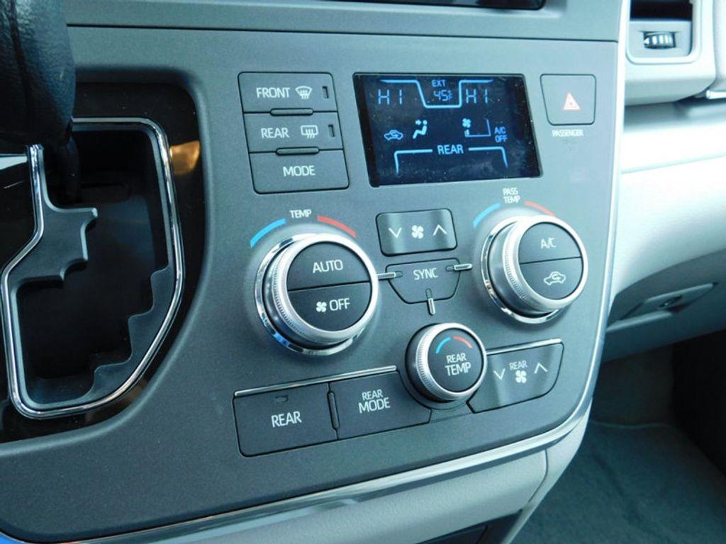 2018 Toyota Sienna LE FWD 8-Passenger - 17123094 - 20