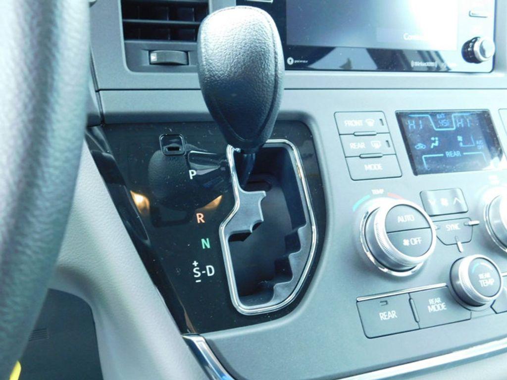2018 Toyota Sienna LE FWD 8-Passenger - 17123094 - 21
