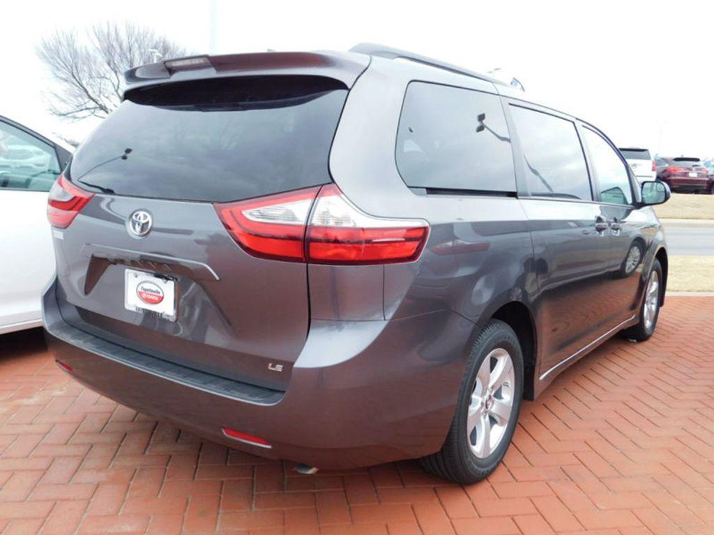 2018 Toyota Sienna LE FWD 8-Passenger - 17123094 - 2