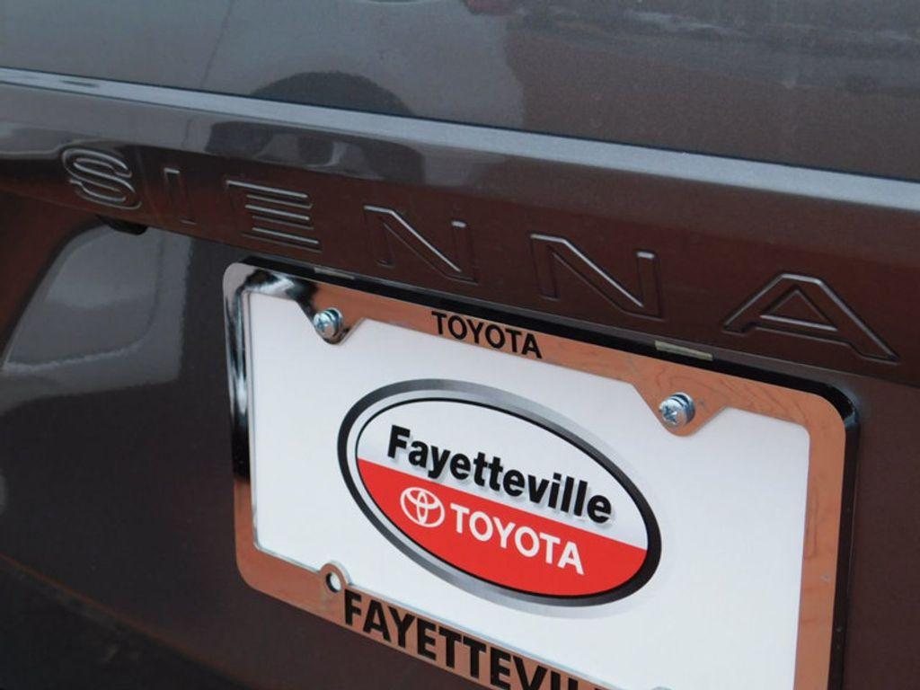 2018 Toyota Sienna LE FWD 8-Passenger - 17123094 - 4