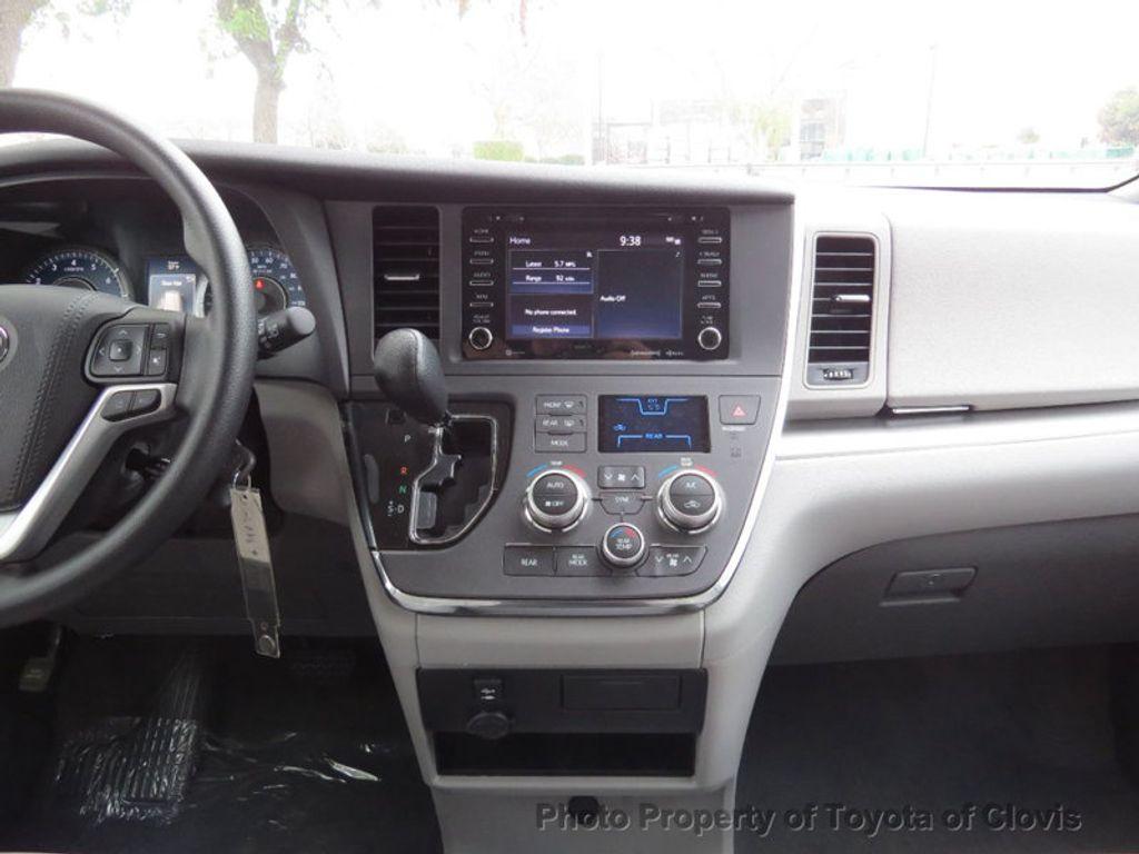 2018 Toyota Sienna LE FWD 8-Passenger - 17308715 - 11
