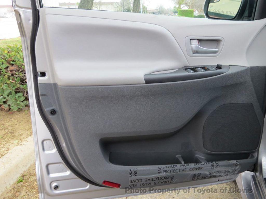 2018 Toyota Sienna LE FWD 8-Passenger - 17308715 - 22