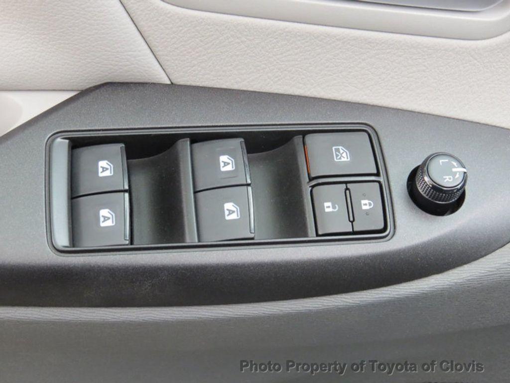 2018 Toyota Sienna LE FWD 8-Passenger - 17308715 - 23