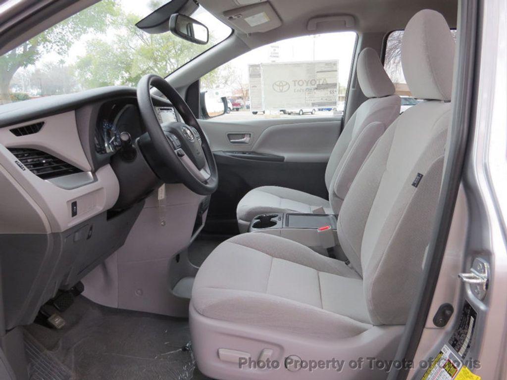 2018 Toyota Sienna LE FWD 8-Passenger - 17308715 - 3