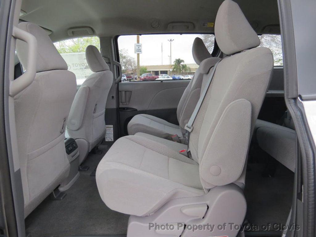 2018 Toyota Sienna LE FWD 8-Passenger - 17308715 - 5