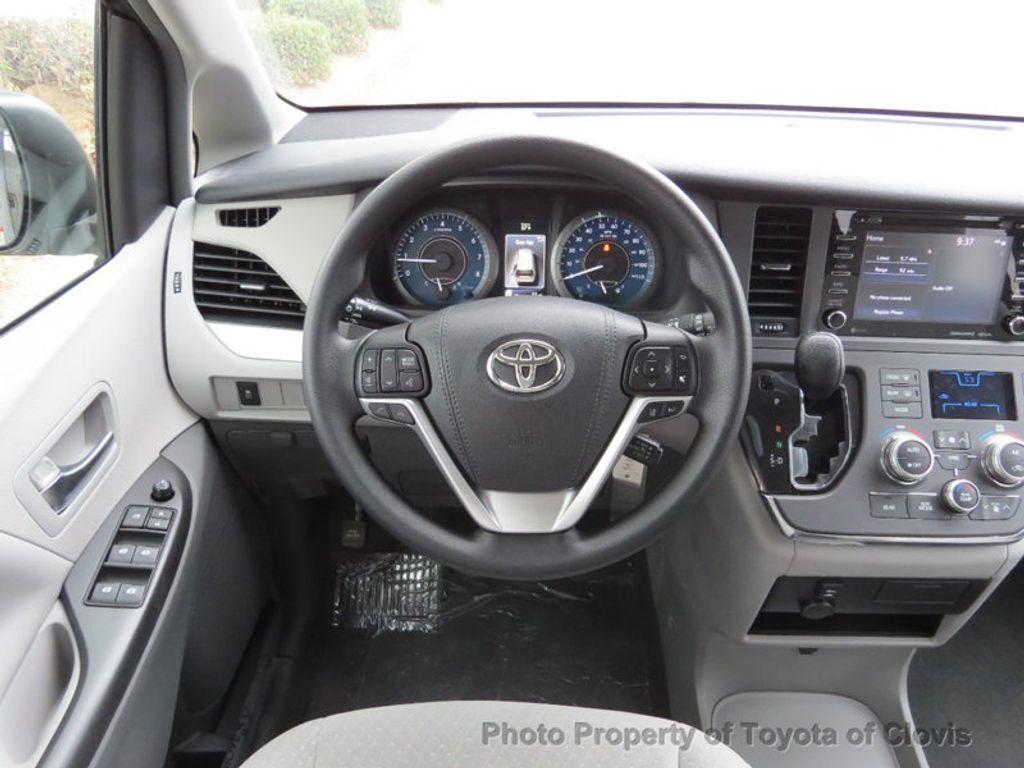 2018 Toyota Sienna LE FWD 8-Passenger - 17308715 - 7