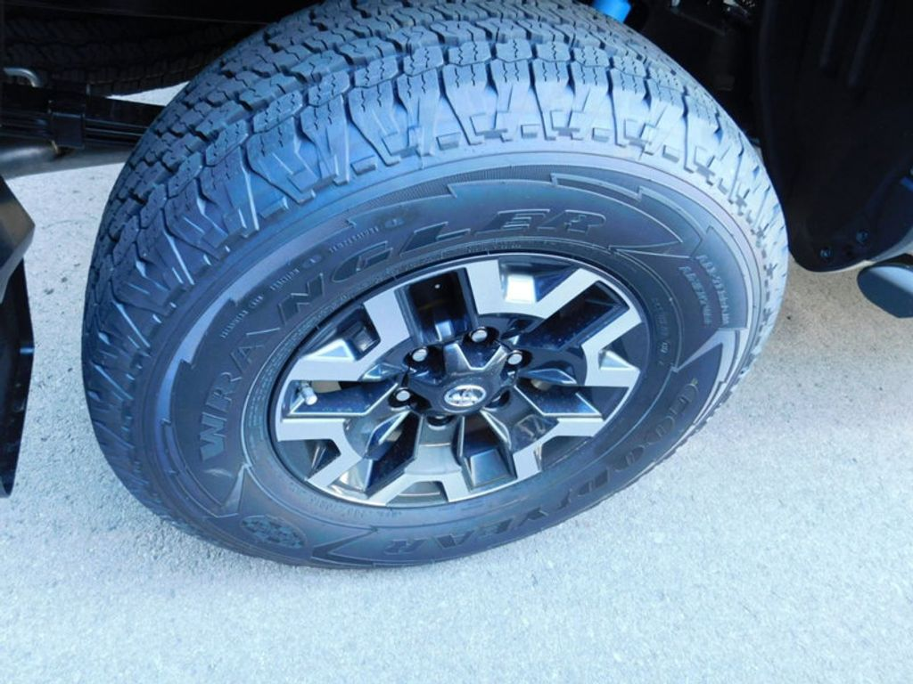 2018 Toyota Tacoma TRD Off Road Double Cab 5' Bed V6 4x4 Automatic - 17254484 - 7
