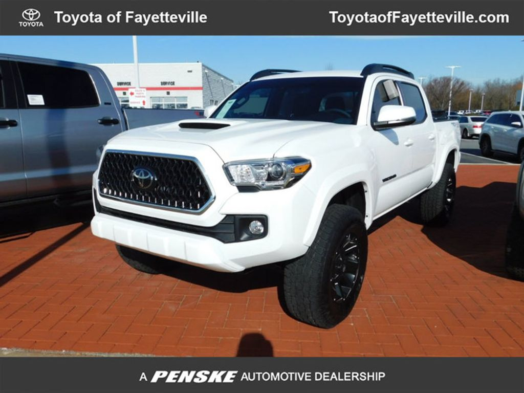 2018 Toyota Tacoma TRD Sport Double Cab 5' Bed V6 4x4 Automatic - 17082336 - 0
