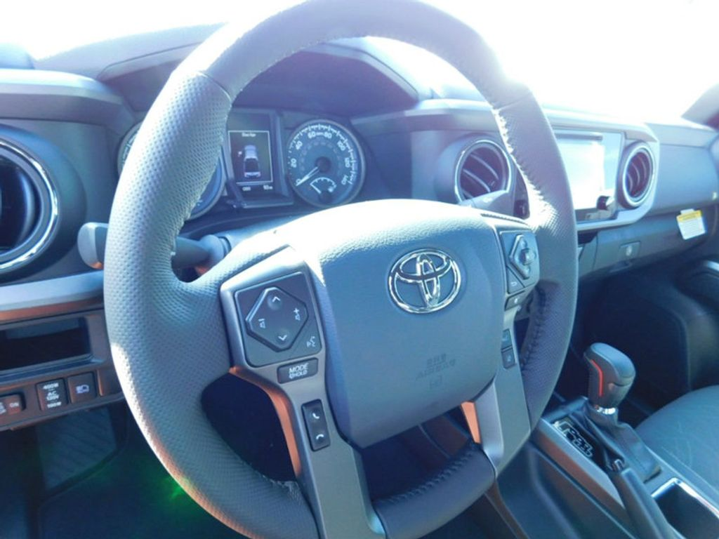 2018 Toyota Tacoma TRD Sport Double Cab 5' Bed V6 4x4 Automatic - 17082336 - 13