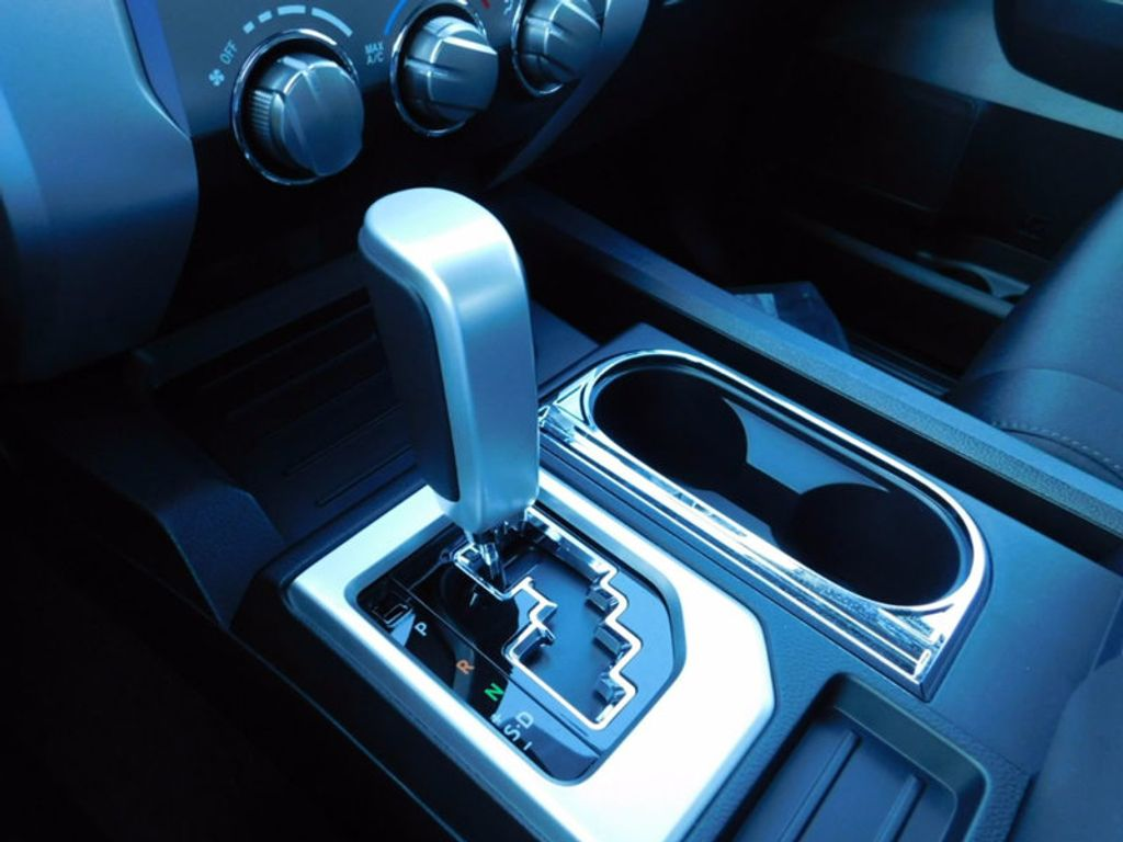 2018 Toyota Tundra 2WD SR5 CrewMax 5.5' Bed 5.7L - 16765789 - 19