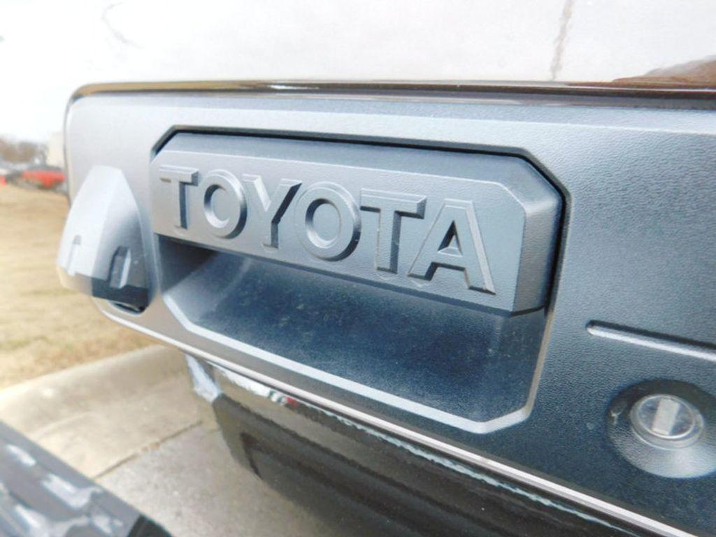 2018 Toyota Tundra 4WD 1794 Edition CrewMax 5.5' Bed 5.7L FFV - 17171659 - 3