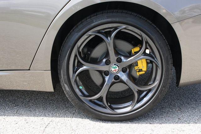 2019 Alfa Romeo Giulia  - 18369596 - 15