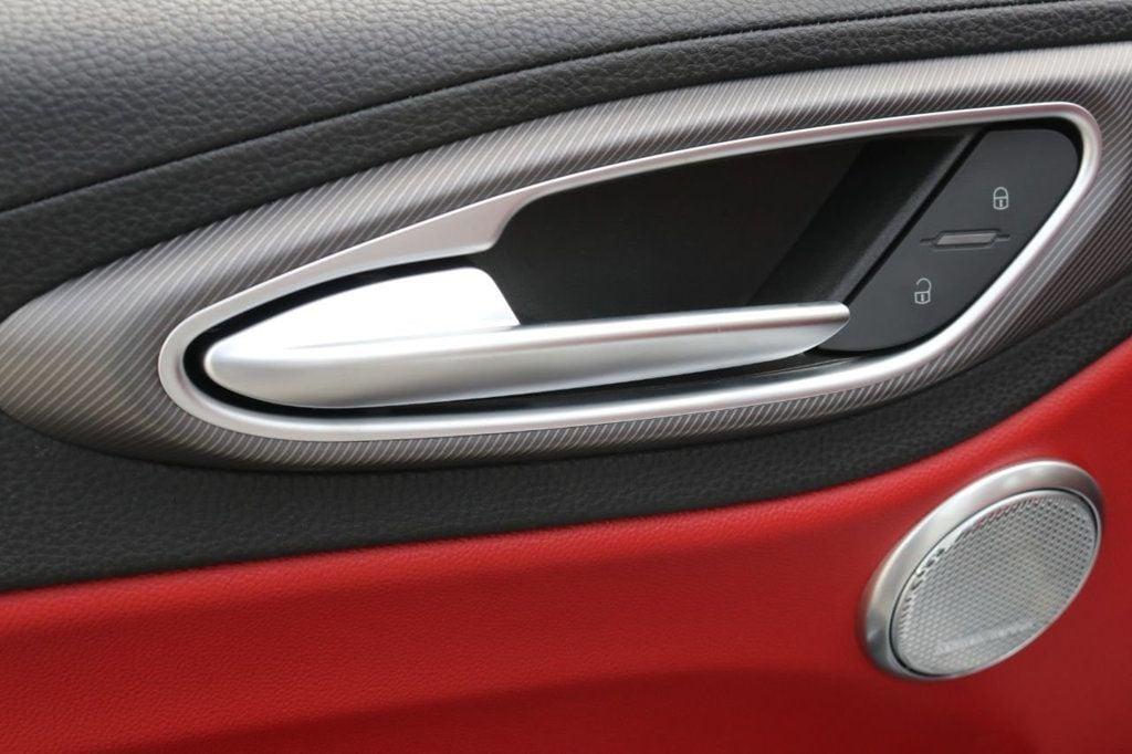 2019 Alfa Romeo Giulia  - 18578676 - 21