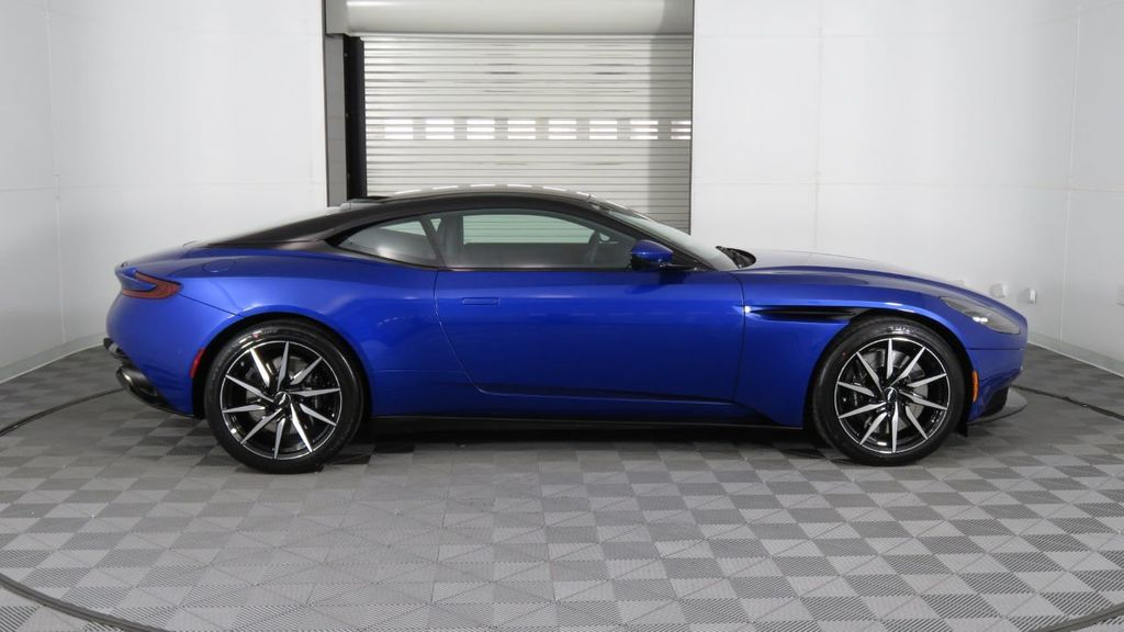 2019 Aston Martin DB11 V8 Coupe - 18526890 - 7