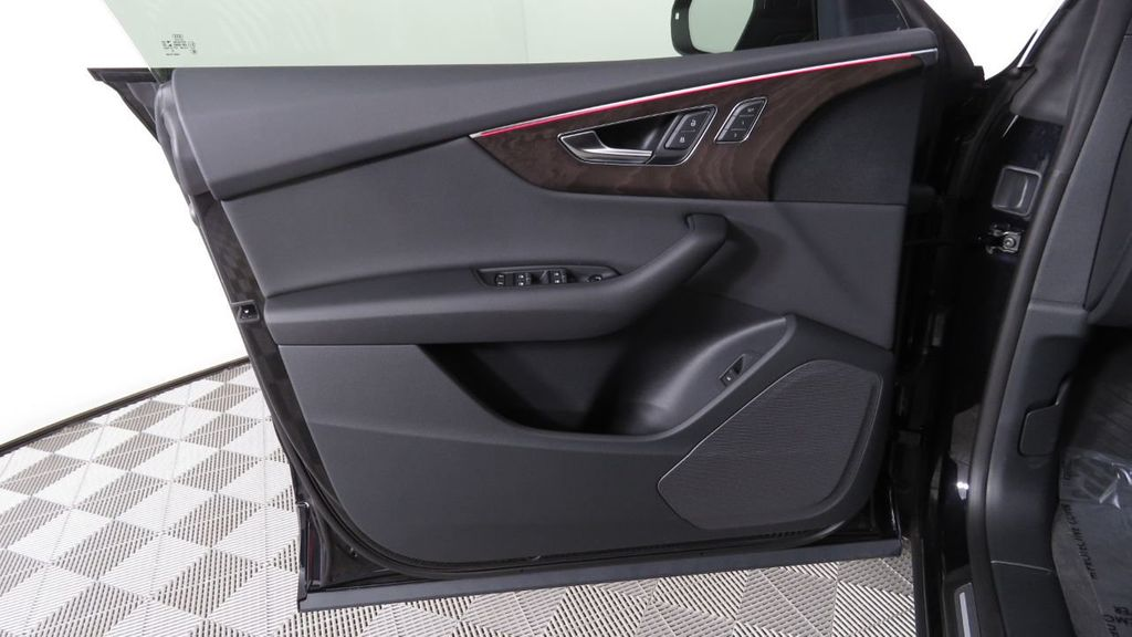 2019 Audi Q8 3.0 TFSI Premium - 18577293 - 24