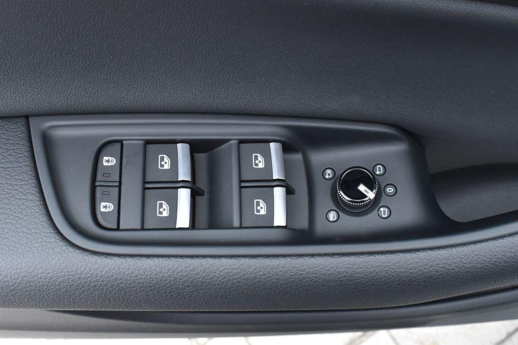 2019 Audi Q8 3.0 TFSI Premium - 18440777 - 24