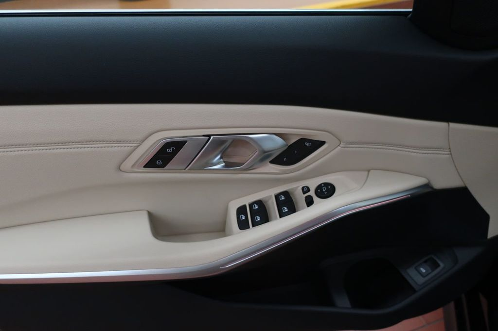 2019 BMW 3 Series 330i - 18706189 - 10