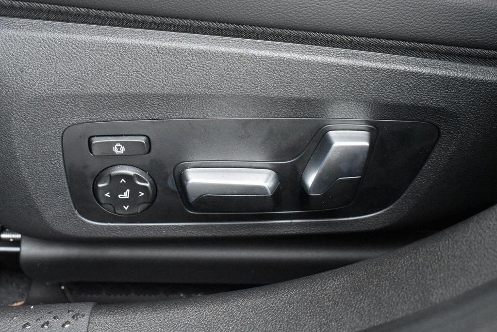 2019 BMW 3 series 330i xDrive - 18610026 - 17