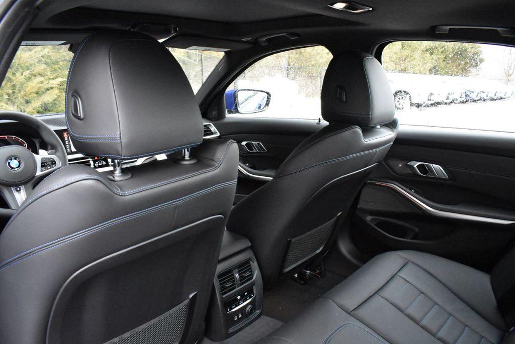 2019 BMW 3 series 330i xDrive - 18610026 - 32