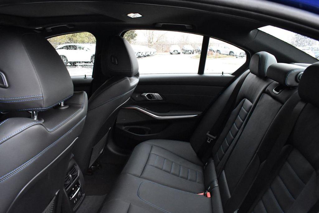 2019 BMW 3 series 330i xDrive - 18610026 - 33
