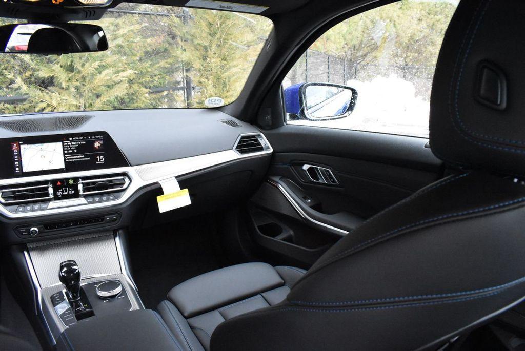 2019 BMW 3 series 330i xDrive - 18610026 - 42