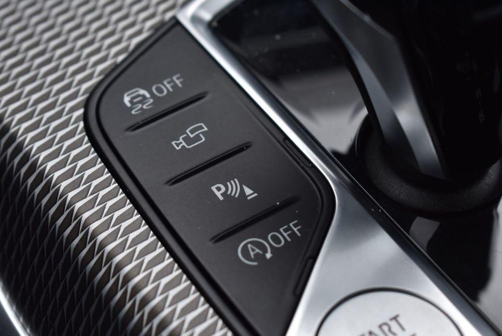 2019 BMW 3 series 330i xDrive - 18610026 - 52