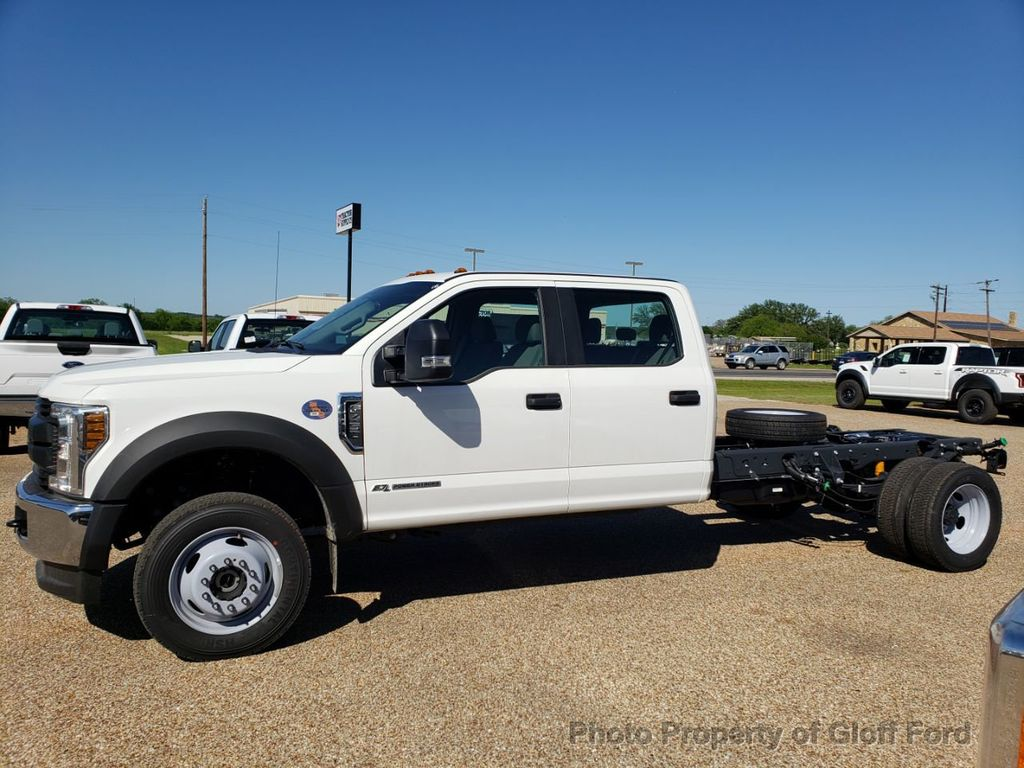 "2019 Ford Super Duty F-450 DRW Cab-Chassis XL 4WD Crew Cab 203"" WB 84"" CA - 18858565 - 1"
