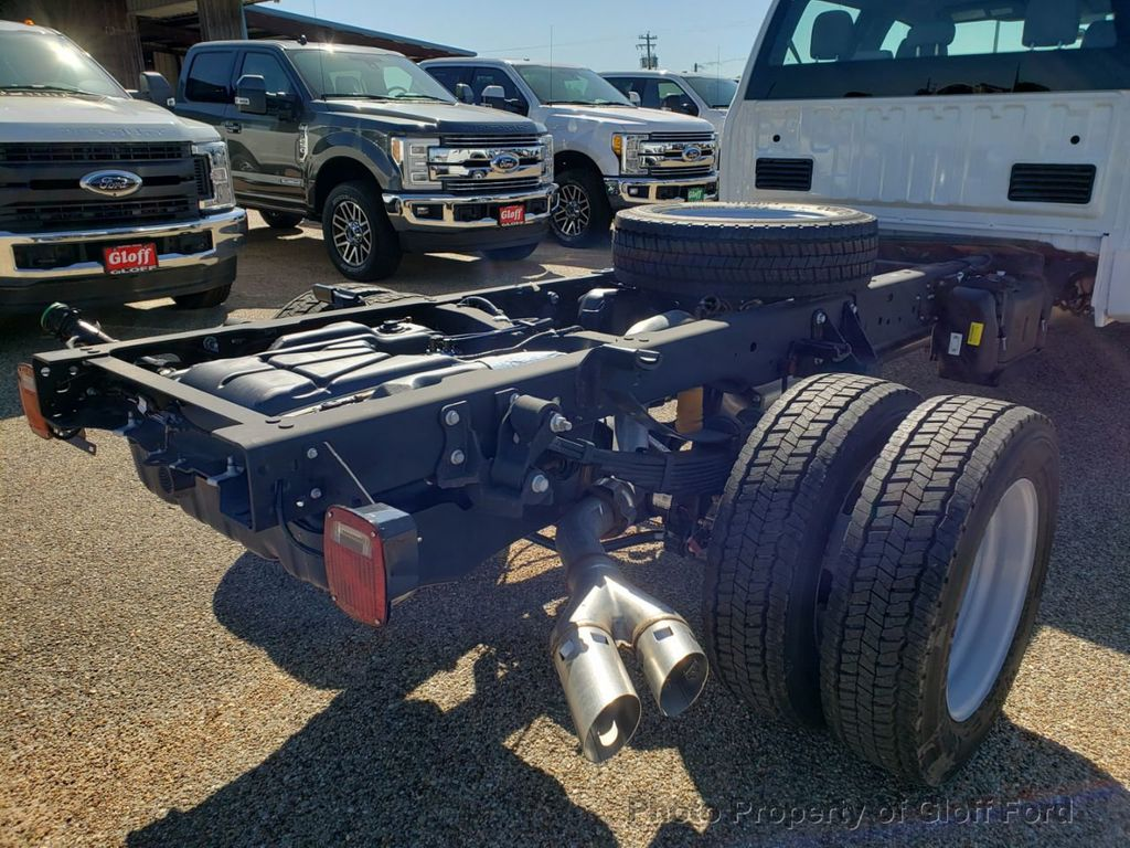"2019 Ford Super Duty F-450 DRW Cab-Chassis XL 4WD Crew Cab 203"" WB 84"" CA - 18858565 - 4"