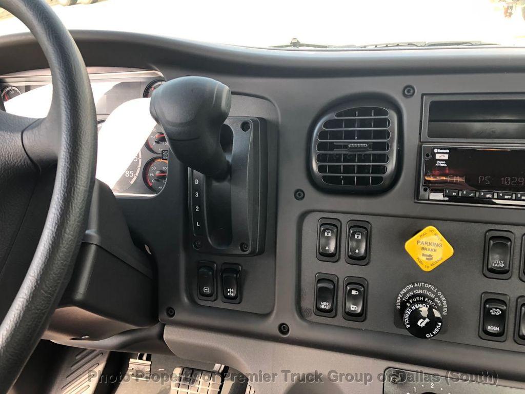 2019 Freightliner M2106  - 18733409 - 15