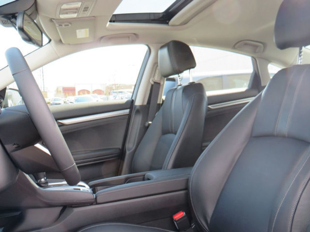 2019 Honda Civic Sedan Touring CVT - 18780253 - 30