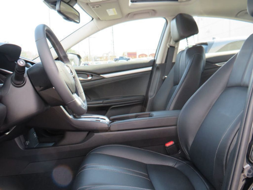 2019 Honda Civic Sedan Touring CVT - 18780253 - 31