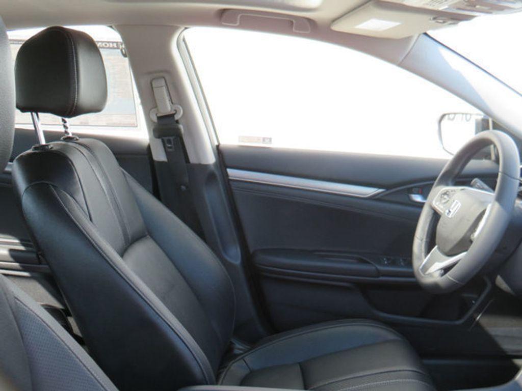 2019 Honda Civic Sedan Touring CVT - 18780253 - 36