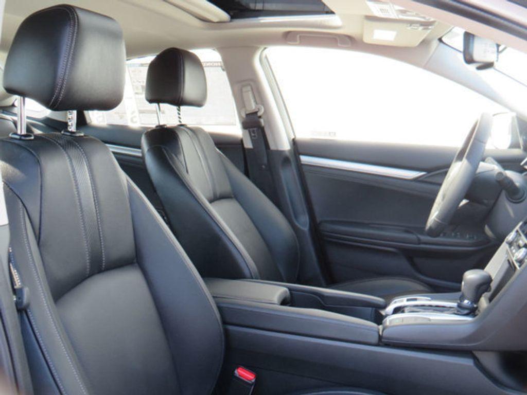 2019 Honda Civic Sedan Touring CVT - 18780253 - 37